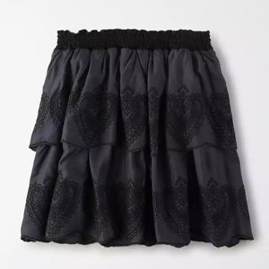 AMERICAN EAGLE OUTFITTERS Tiered Eyelet Mini Skirt